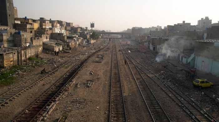 سپریم کورٹ: سندھ حکومت کو ریلوے لائن کے ساتھ قائم تجاوزات کے خاتمے کا  حکم