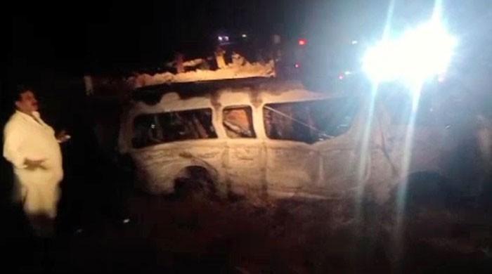 سپرہائی وے نوری آباد کے قریب مسافر وین کو حادثہ، 13 افراد جاں بحق
