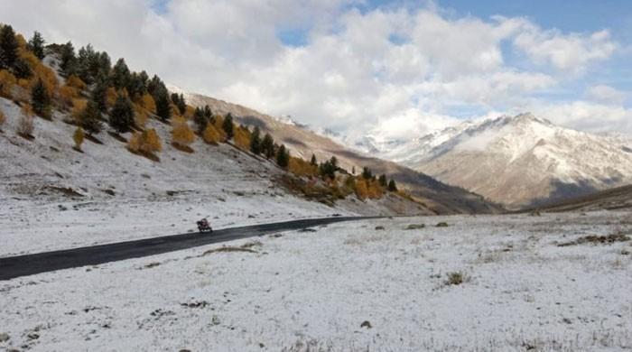 دیوسائی میں موسم سرما کی پہلی برف باری سے نظارے مزید دل فریب ہوگئے