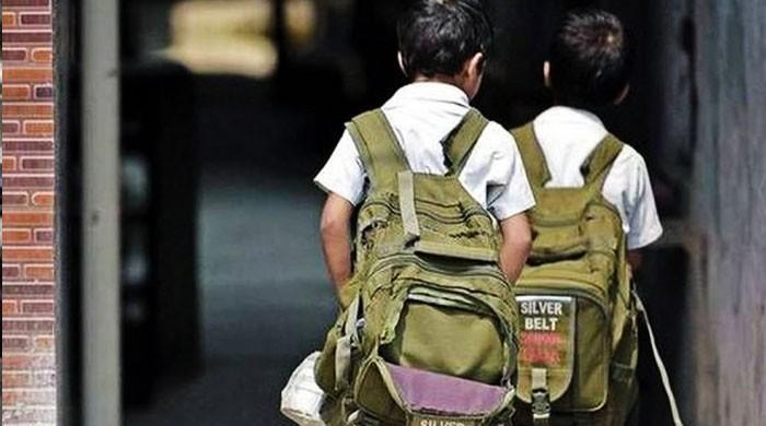 بچوں کو بھاری بھرکم اسکول بیگز سے نجات دلانے کا فیصلہ