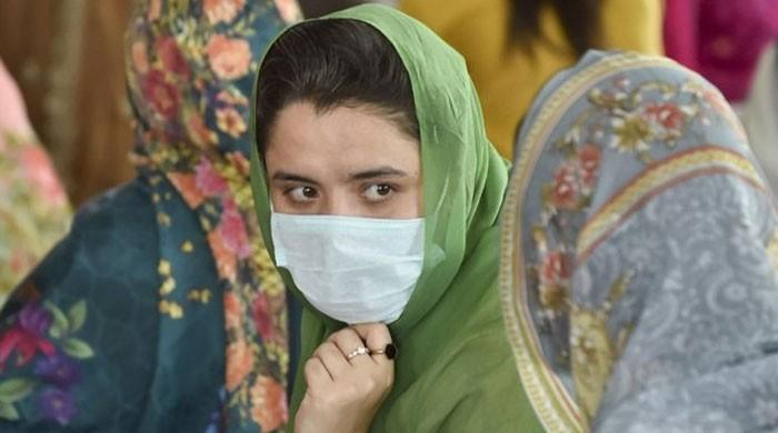 کورونا : بازاروں، اسپتالوں اور دفاتر میں ماسک پہننا لازمی قرار
