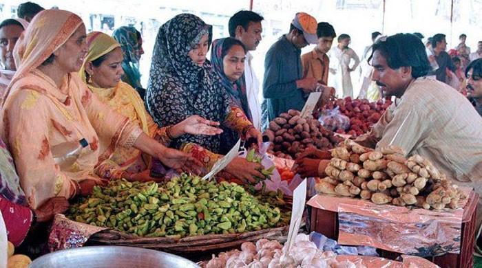مارکیٹ میں سرکاری نرخ سے زائد قیمتوں میں اشیائے خورد و نوش کی فروخت جاری