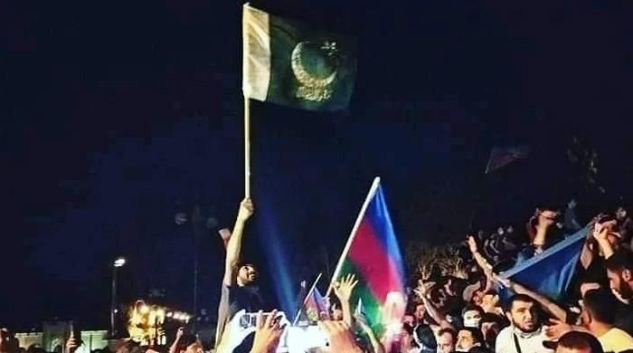آرمینیا سے جنگ: آذربائیجان میں پاکستانی جھنڈوں کی ڈیمانڈ بڑھ گئی