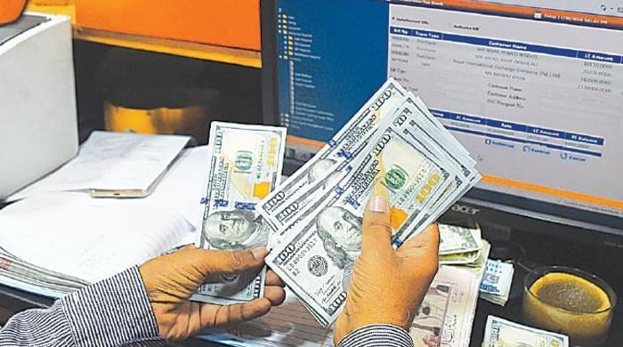 انٹربینک مارکیٹ میں ڈالر کی قدر میں مسلسل تیسرے روز کمی