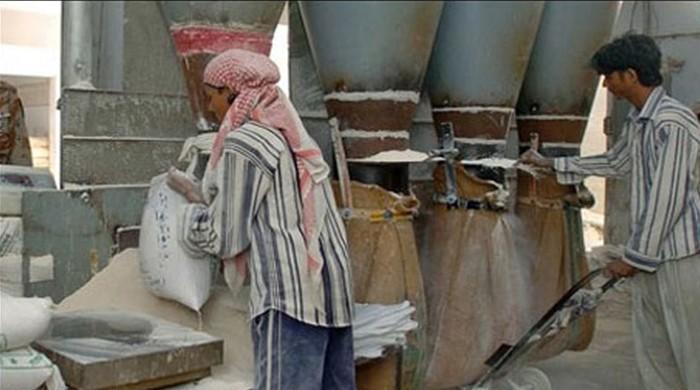 آٹا مزید مہنگا، نانبائیوں نے روٹی کی قیمت 30 روپے کرنے کا مطالبہ کردیا