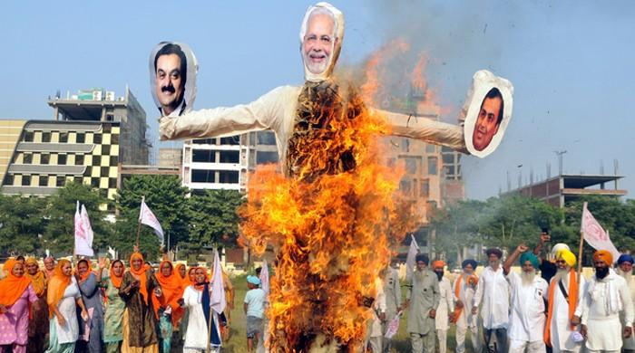 بھارتی کسانوں نے 'دسہرہ' پر  'راون' کے بجائے مودی کے پُتلے جلادیے