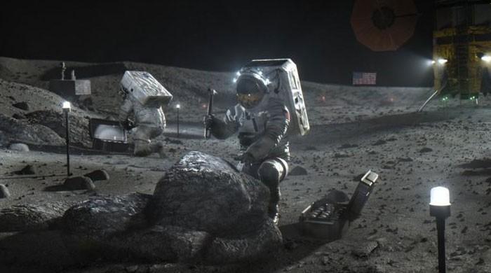 خلائی تحقیق کا تاریخی دن، چاند کی سطح پر  پانی کی موجودگی کے واضح ثبوت مل گئے