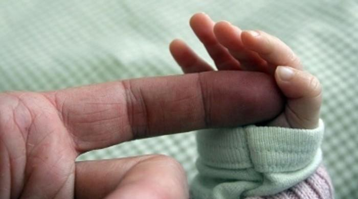 پاکستان میں بچے کی پیدائش پر والدکو ایک ماہ کی چھٹی کا بل منظور