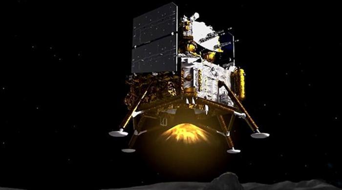 چاند سے سیمپل لانے کیلئے چین کا روبوٹک مشن روانہ