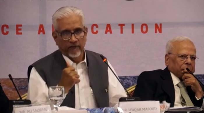 پاکستان کی معیشت کو بہتری کے لیے مزید وقت چاہیے: معاون خصوصی ریونیو