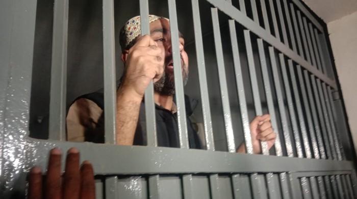 پولیس نے پی پی رہنما علی موسیٰ گیلانی کو گرفتار کرلیا