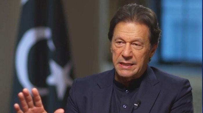 وزیراعظم عمران خان نے حکومت پر فوج کے دباؤ کی اطلاعات کو مسترد کردیا