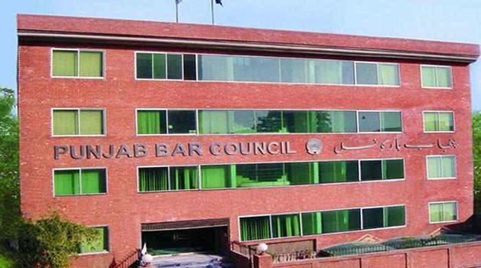 فیصل آباد میں وکلا نے قانون کی دھجیاں اڑا دیں