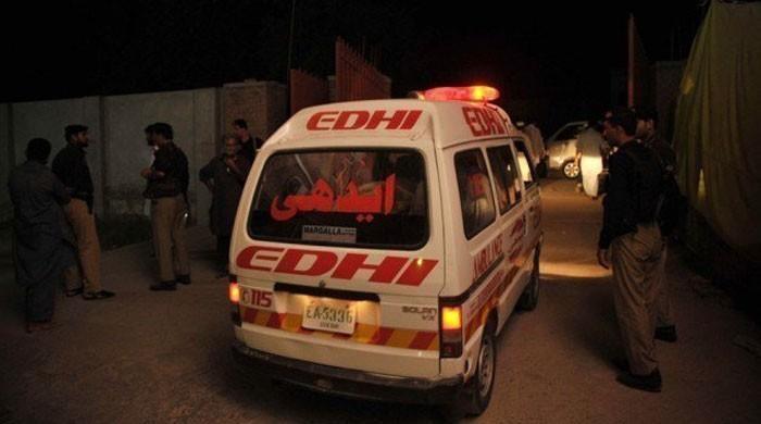 سکھر میں قومی شاہراہ پر مسافر وین الٹ گئی، 11 افراد جاں بحق