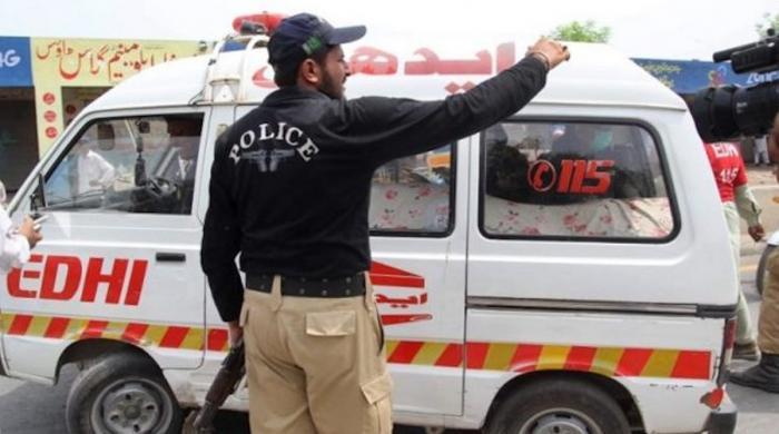 کراچی: تیز رفتار ٹینکر کی موٹر سائیکل کو ٹکر، خاتون سمیت 3 افراد جاں بحق