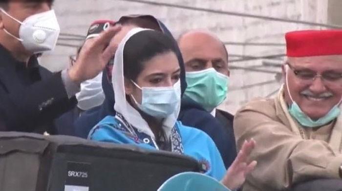 آصفہ بھٹو کی جلسے میں شریک کارکنوں  کو ماسک لگانے کی ہدایت