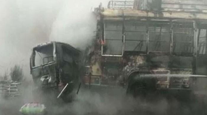 نارنگ منڈی: بس اور ویگن میں خوفناک تصادم، آگ لگنے سے 13مسافر جھلس کر جاں بحق