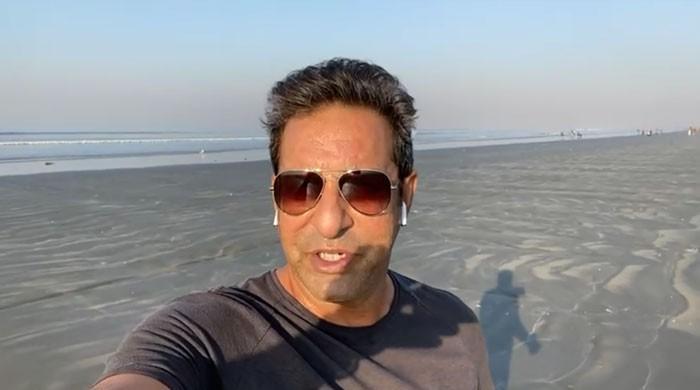 بلآخر وسیم اکرم کراچی کا ساحل دیکھ کر خوش ہو گئے