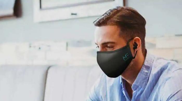 مائیکرو فون اور ائیر بڈز والا دنیا کا پہلا ماسک پیش