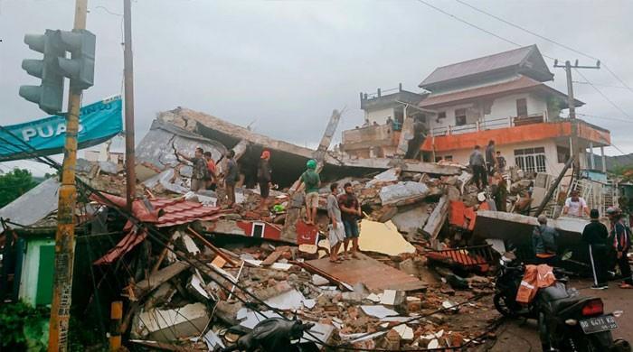 انڈونیشیا میں خوفناک زلزلہ، عمارتیں ملبے کا ڈھیر، 42 افراد جاں بحق