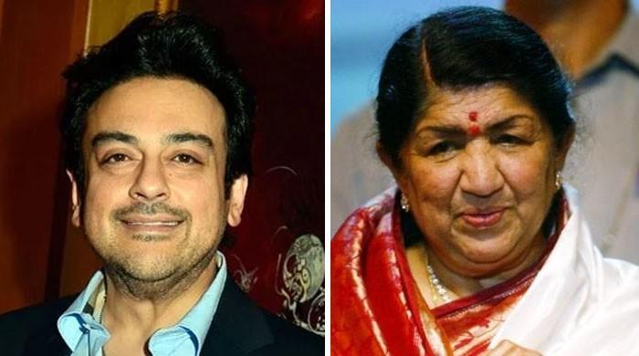 لیجنڈ بھارتی گلوکارہ پر تنقید کے بعد عدنان سمیع بھی لتا کے دفاع میں سامنے آگئے