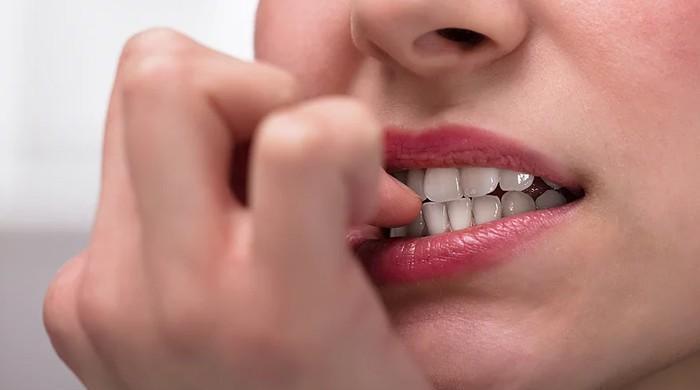 ناخن چبانے کی عادت آپ کی شخصیت کے بارے میں کیا بتاتی ہے؟