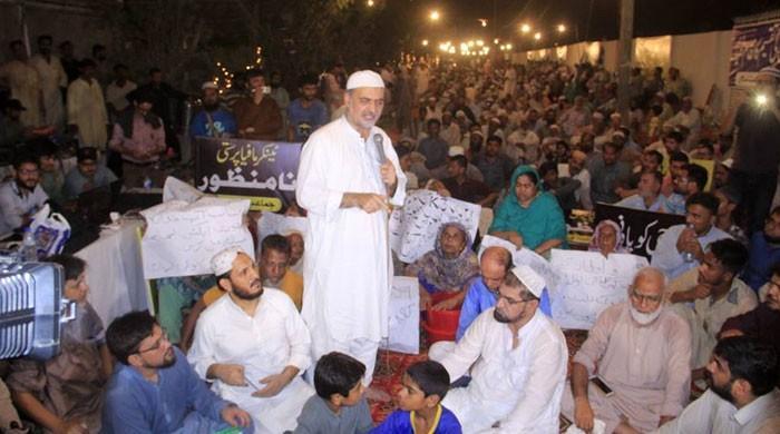 شارع فیصل پر جماعت اسلامی کا 'کراچی کو حق دو' مہم کے تحت دھرنا