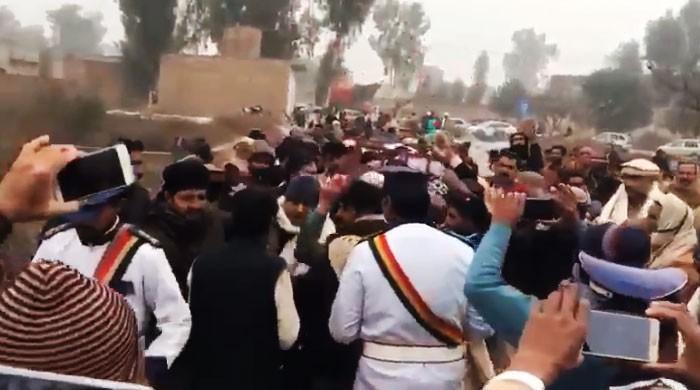 گوجرہ میں مقامی تاجر کی بینڈ باجے کی گونج میں تدفین