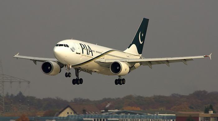 ملائیشیا میں روکے گئے طیارے کے فضائی عملے کو وطن واپسی کی اجازت مل گئی