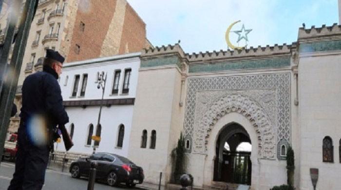 فرانس میں مسجد کو بلاجواز بندکروانے پر مقامی میئر میکرون انتظامیہ پر برس پڑے