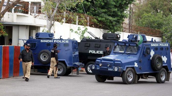 کراچی: مالکن کو قتل کرنیوالی قاتل ملازمہ پولیس موبائل سے چھلانگ لگاکر فرار