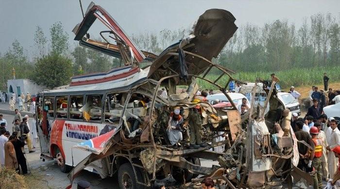 پنجگور سے کراچی جانے والی مسافر کوچ کو حادثہ، 8 افراد جاں بحق اور 20 زخمی
