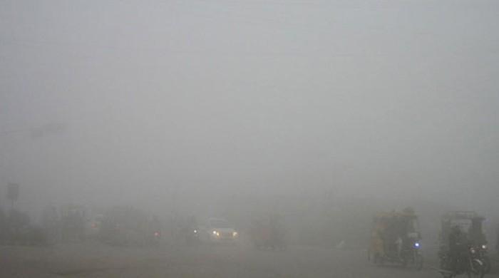 پنجاب کے مختلف شہروں میں دھند کا راج، کئی مقامات پر حد نگاہ صفر