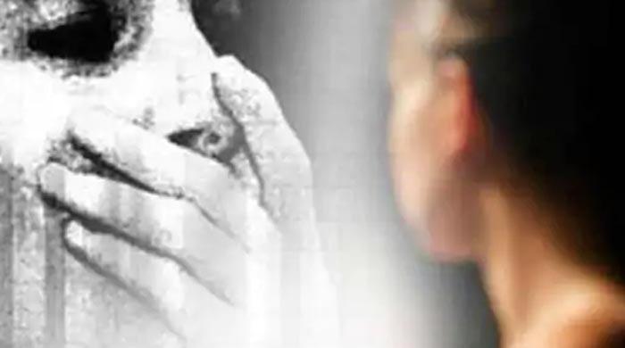 'شوہر بھوت نظر آتا ہے'، خاتون طلاق کیلئے عدالت پہنچ گئی