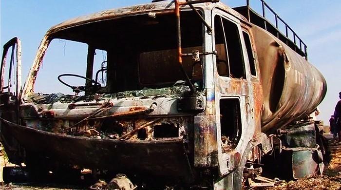 بلوچستان: کار اور آئل ٹینکر میں ٹکر، کار سوار شخص جھلس کر جاں بحق