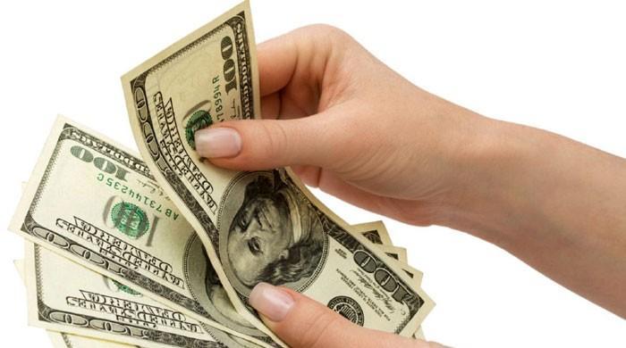 ڈالر کی قدر میں کمی کا سلسلہ کاروباری ہفتے کے آخری روز بھی برقرار