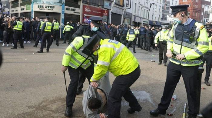 آئرلینڈ میں کورونا لاک ڈاؤن کے خلاف شہری سڑکوں پر نکل آئے، 23 گرفتار