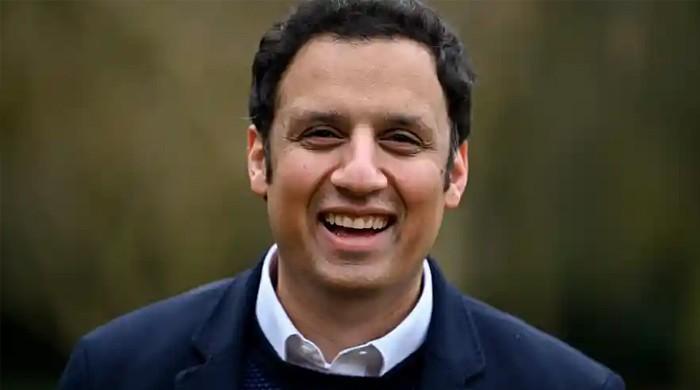 چوہدری سرور کے بیٹے انس اسکاٹش لیبر پارٹی کے پہلے مسلمان سربراہ منتخب
