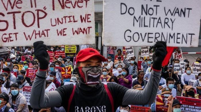 میانمار: فوجی بغاوت کیخلاف احتجاج کے دوران سیکیورٹی فورسزکی فائرنگ سے 10 افراد ہلاک