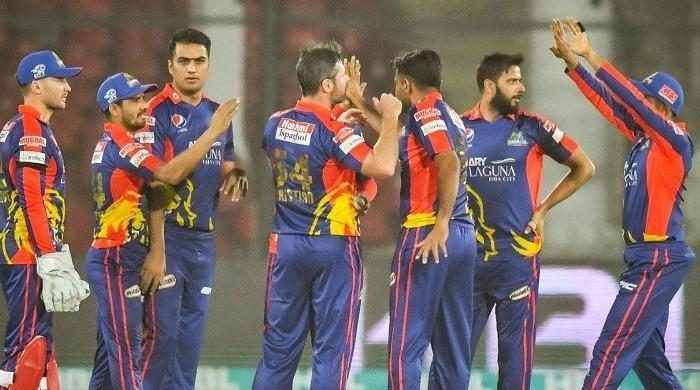 پشاور بمقابلہ کراچی: PSL کی تاریخ کا مہنگا ترین اوور