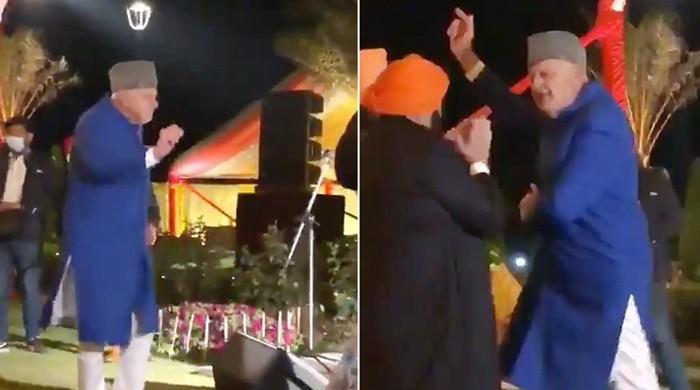 83 سالہ سابق وزیراعلیٰ مقبوضہ کشمیر فاروق عبداللہ کا بالی وڈ گانے پر ڈانس، ویڈیو وائرل