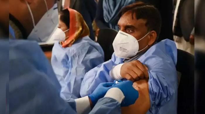 60 سال سے زائد عمر کے طبی عملے کو کورونا ویکسین لگانے کا نوٹیفکیشن جاری