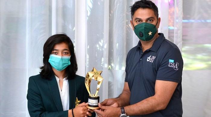فاطمہ ثناء نے 'ویمن ایمرجنگ کرکٹر آف دی ایئر'کا ایوارڈ جیت لیا