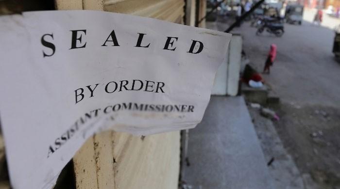 کراچی میں کورونا ضابطہ اخلاق کی خلاف ورزی پر درجنوں دکانیں سِیل
