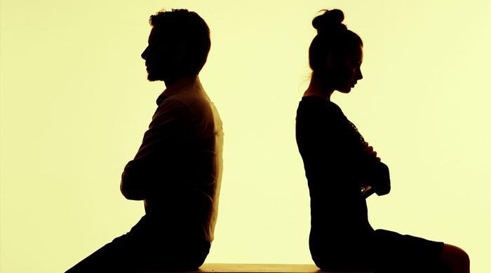 شاپنگ سے بار بار کورونا لے آتی ہو، شوہر نے بیوی کو طلاق دیدی