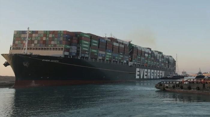 نہر سوئز میں پھنسنے والا بحری جہاز مصر نے ضبط کرلیا
