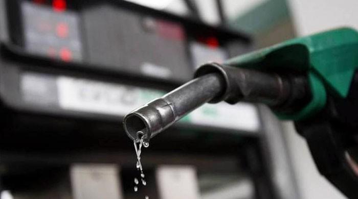 پیٹرول کی قیمت میں کمی کا امکان