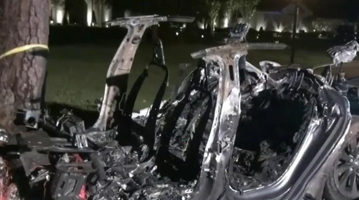 ٹیسلا کی بغیر ڈرائیور کے چلنے والی کار کو حادثہ، دو افراد ہلاک