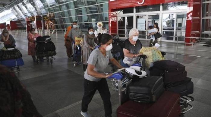 برطانیہ نے بھارت کو بھی سفری پابندیوں کی ریڈ لسٹ میں شامل کردیا