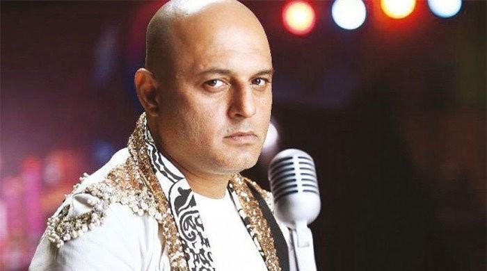 'دفعہ دور کورونا': گلوکار علی عظمت کو بھی کورونا ہو گیا